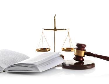 lakikirja, vaaka ja nuija