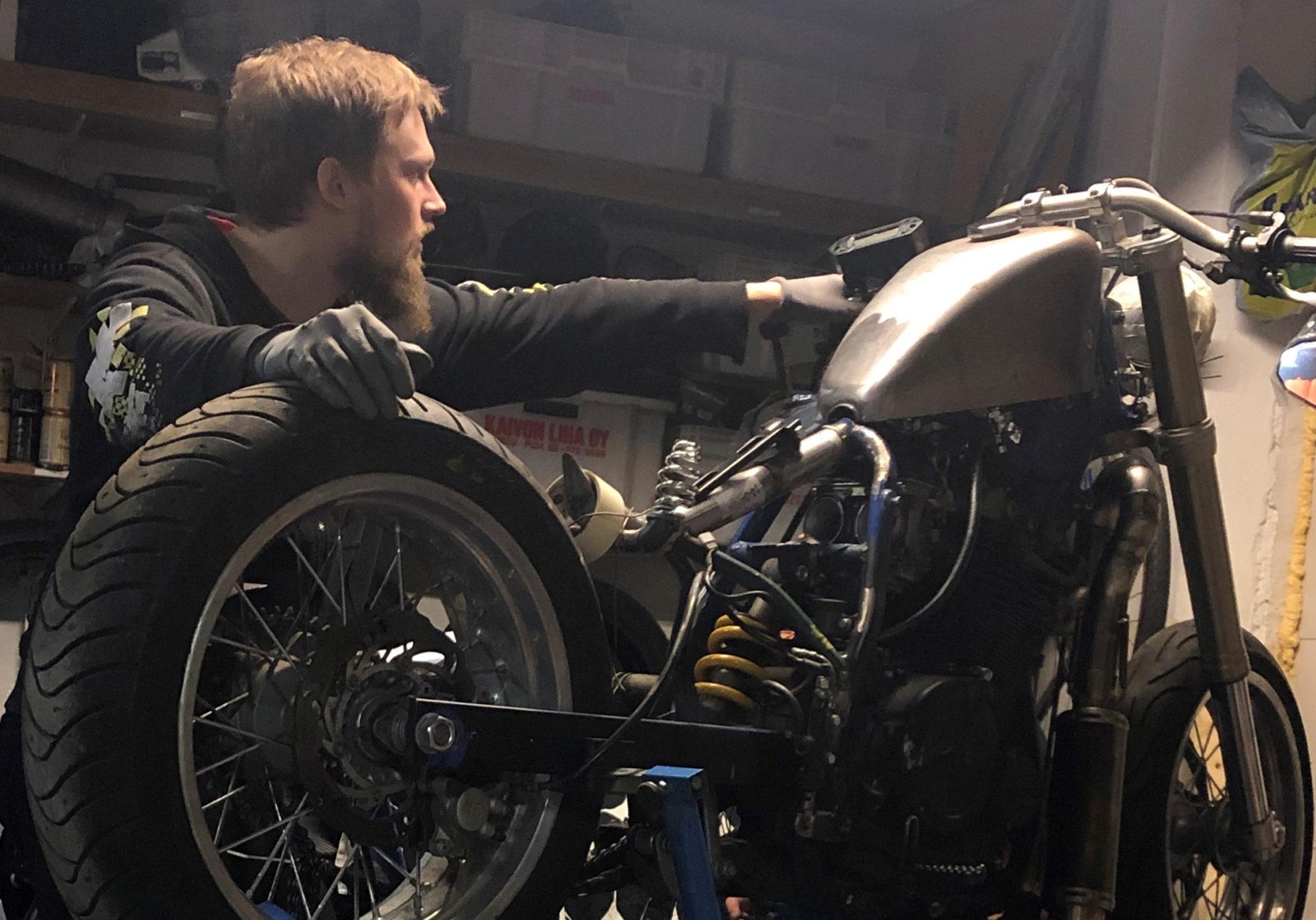 moottoripyörän rakentamista
