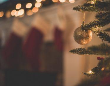 joulupallo ja kuusi